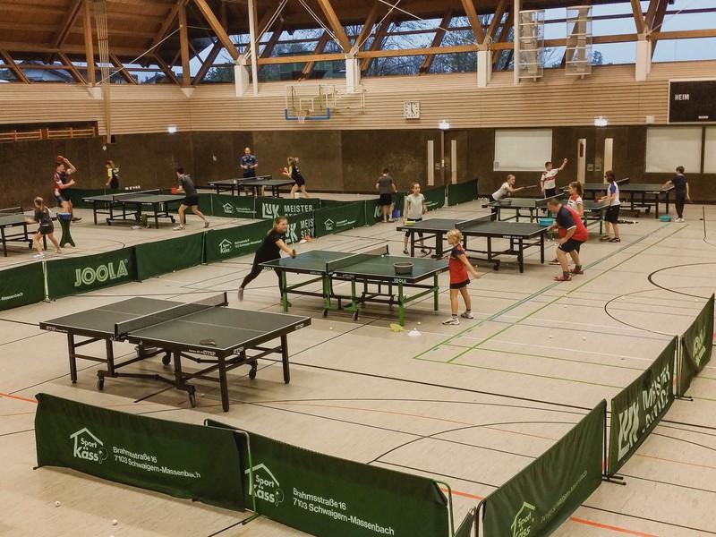Gundelsheimer Sporthalle während des Tischtennis Jugendcamps